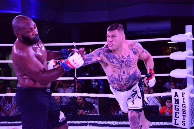Heavyweight Cody Goodale (R) punched his way past Nkemdirm Oti.jpg